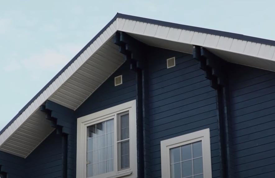 Покрашенный фасад двойного бруса